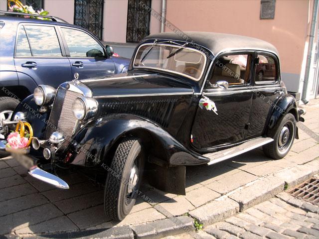Mercedes W136 retro black